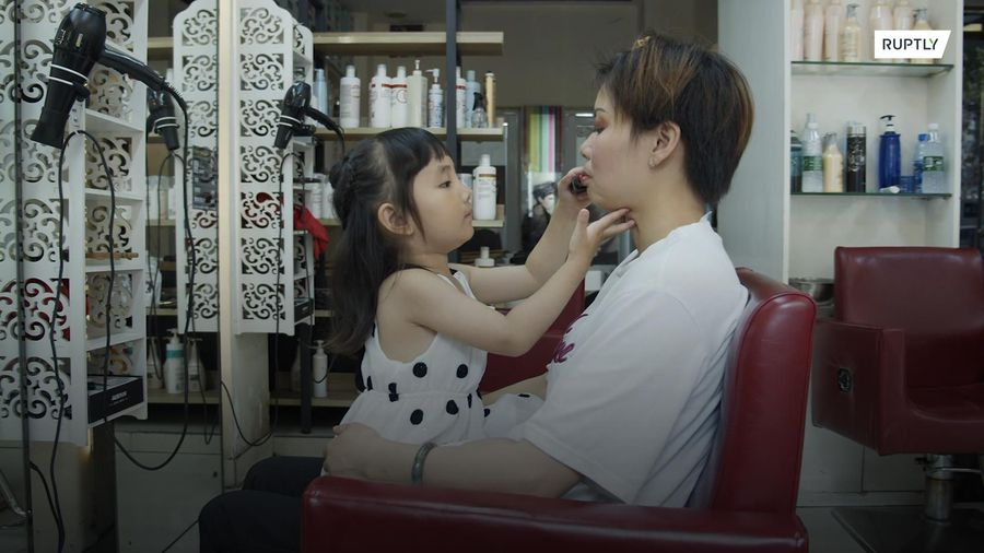 Chinese toddler makes beauty industry look like child's play