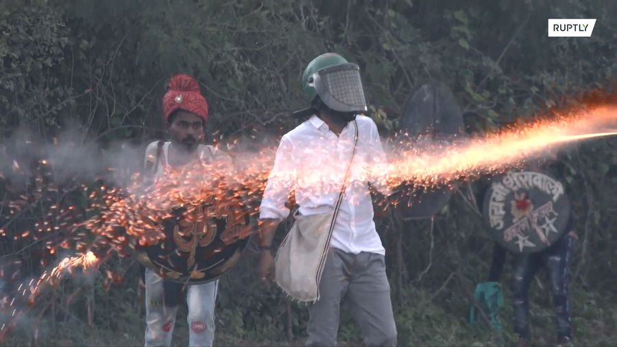 Playing with fire - Gunpowder fruit battle causes casualties