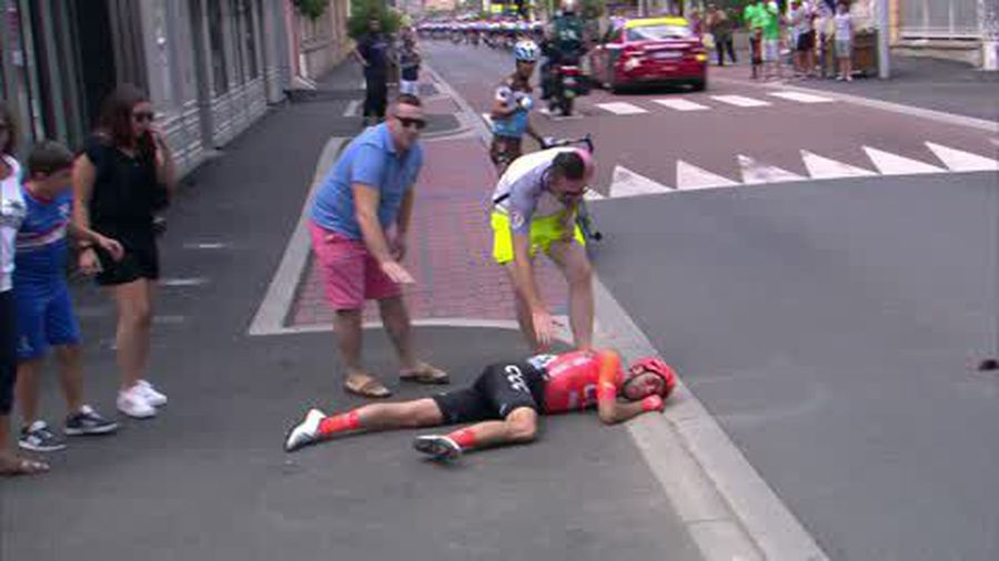 Daryl Impey beat Tiesj Benoot in a sprint finish to win stage 9 of the Tour de France