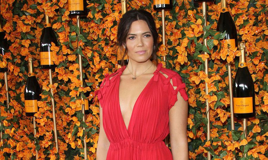 Mandy Moore slams FedEx after catching thief stealing her ordered goods
