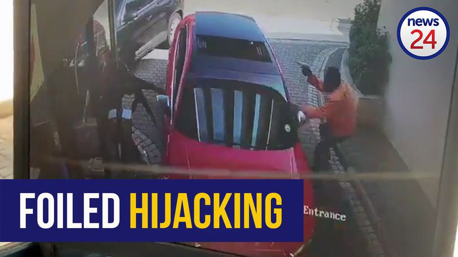 WATCH: Durban driver outmanoeuvres armed hijackers