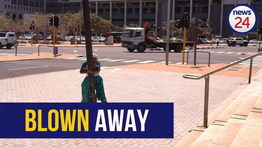 WATCH   Capetonians battle to stay on their feet in gale force winds sweeping through the city